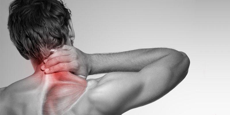 pijn in nek en misselijk